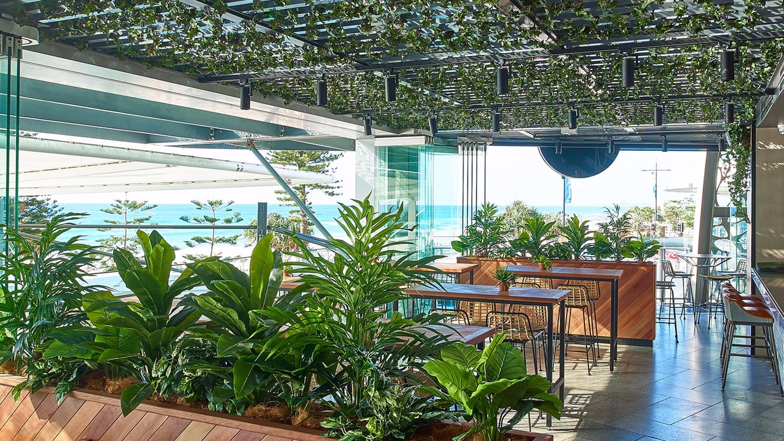 Hurricanes Grill Surfers Paradise Bar and View