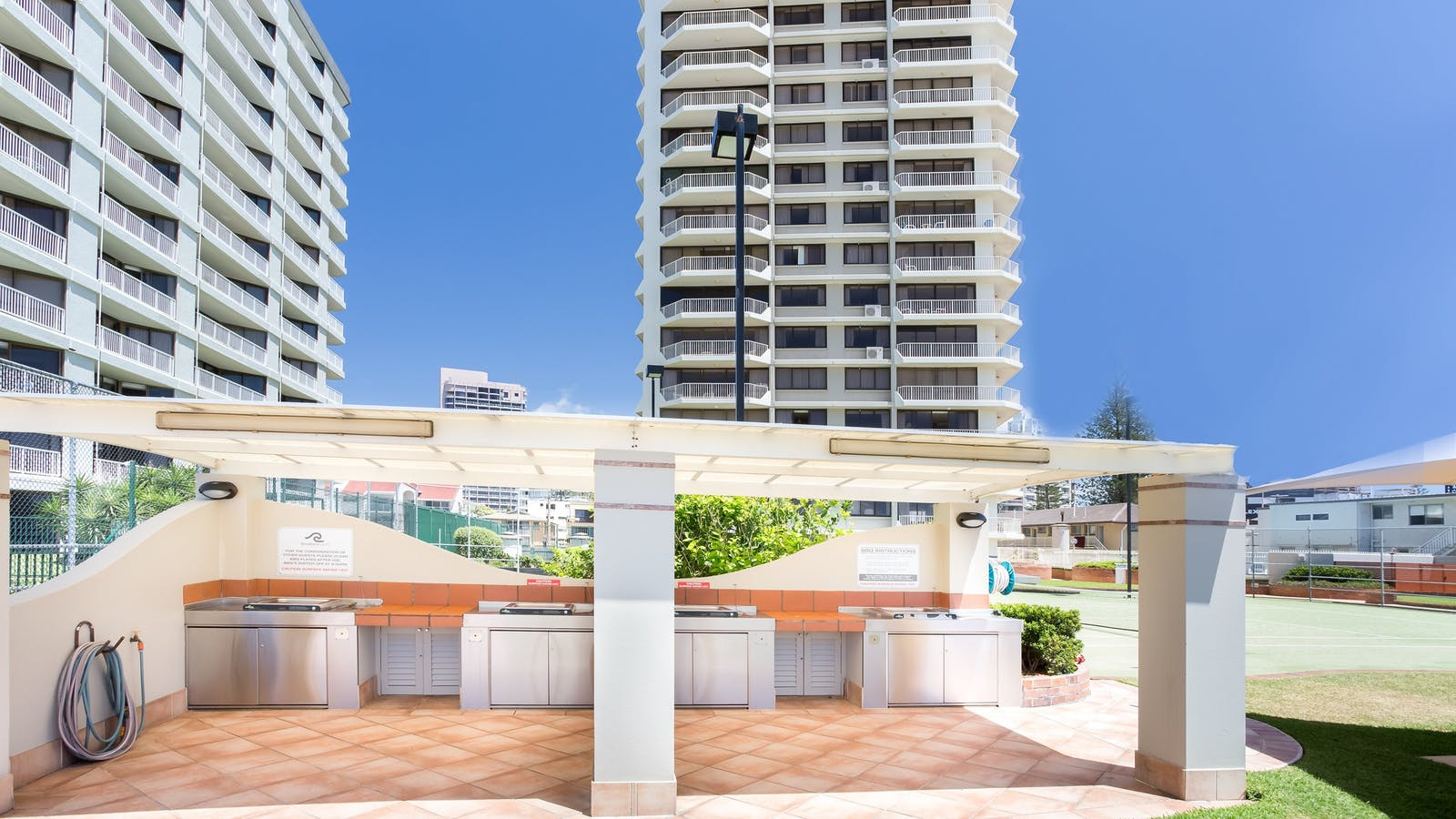 Beach Front Alfresco Dining Area Surfers Paradise