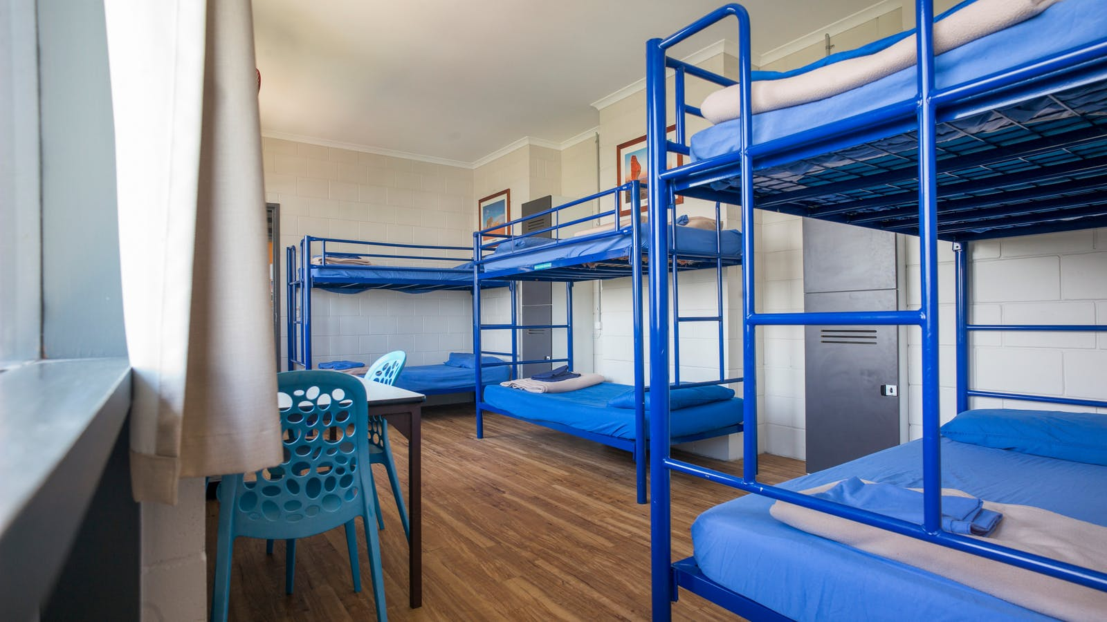 6 share dorm room
