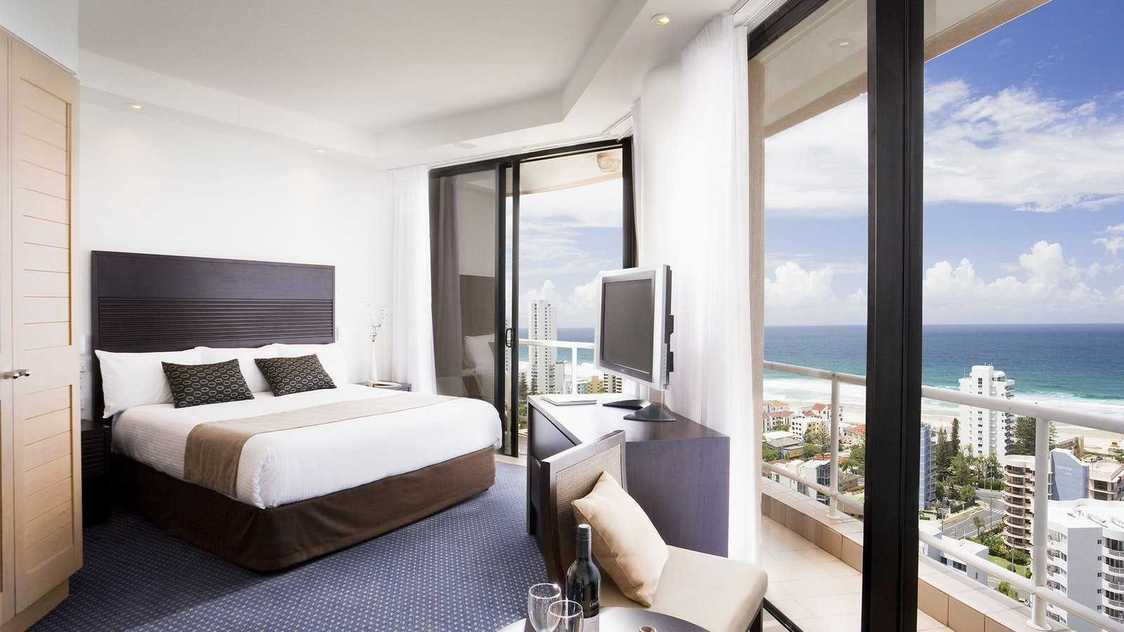Crowne Plaza Surfers Paradise Superior King Room