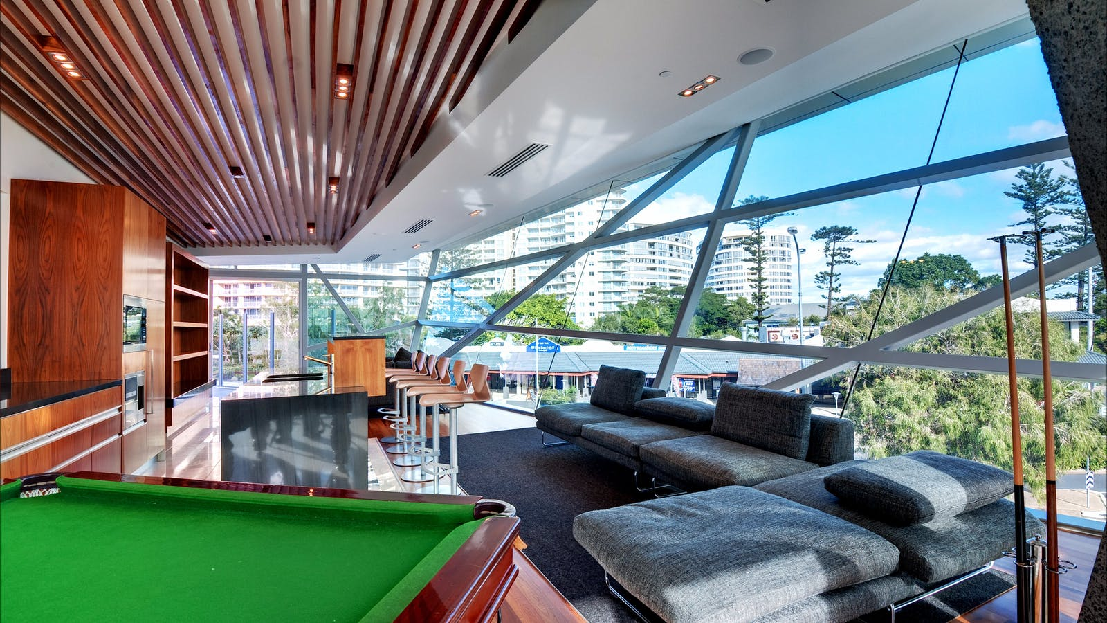 Executive Lounge with Pool Table
