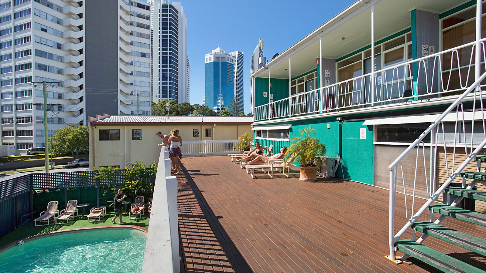 backpackers in paradise surfers paradise. Black Bedroom Furniture Sets. Home Design Ideas