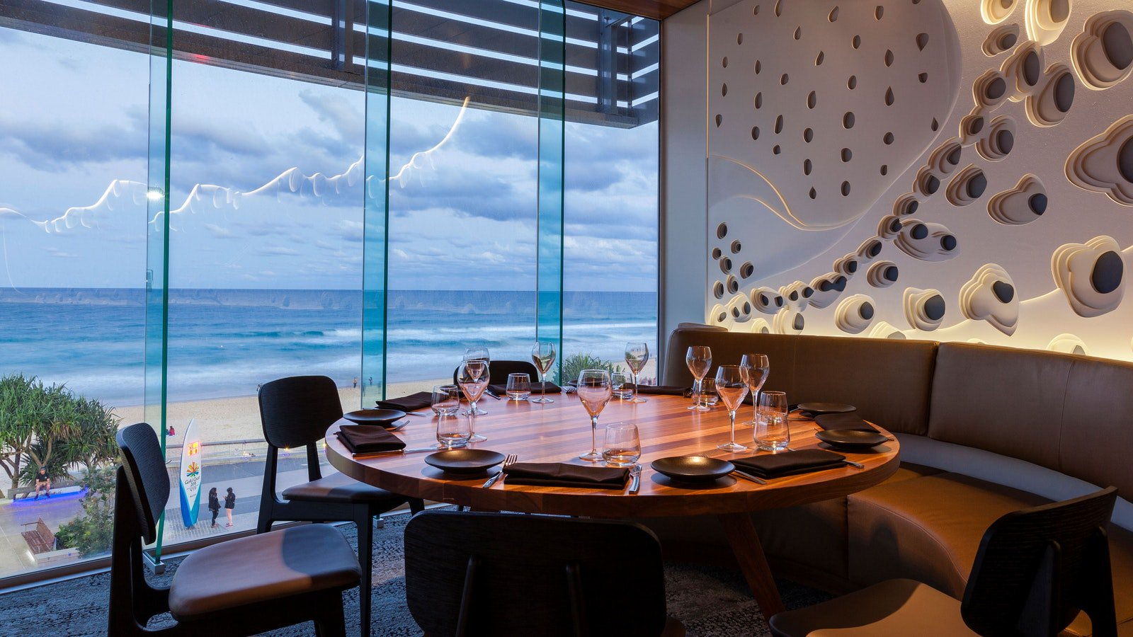Beach front dining with unintrupted ocean views
